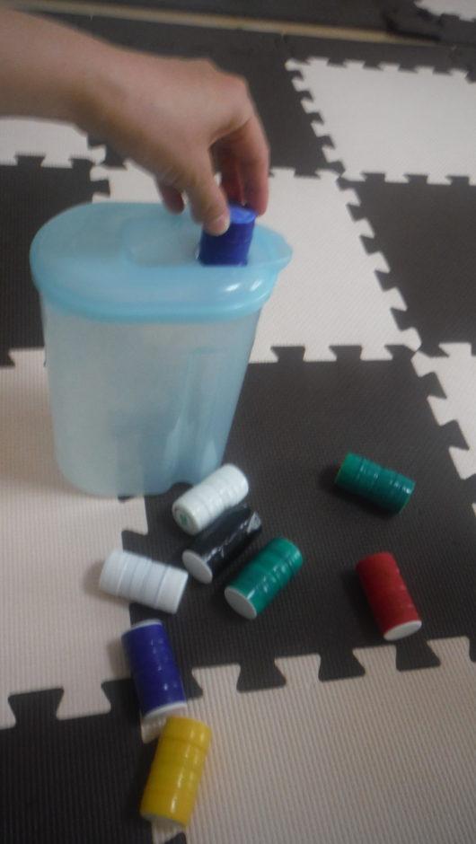 手作りおもちゃ 麦茶ボトル