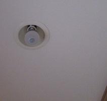 斜め トイレの電気 センサー